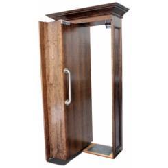 Дверь в скрытую комнату в виде книжного шкафа с электромагнитным замком