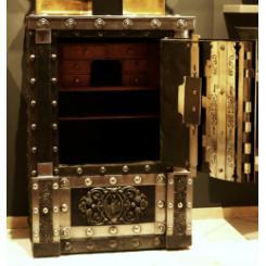 Антикварный сейф 1860 года с секретами и 4 ключами, Италия