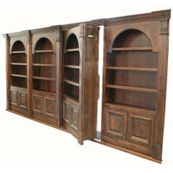 Встроенный в стену книжный шкаф в виде двери в хранилище с элекромагнитным замком