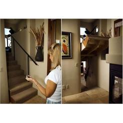 Лестница с подъемным механизмом, которая скрывает вход в тайную комнату