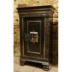 Антикварные сейфы 18th century