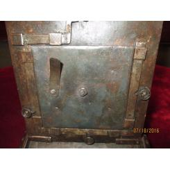 Антикварная мини - сейф шкатулка 16-го Века