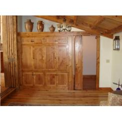 Дверь в тайную комнату в виде книжного шкафа с электромагнитным замком