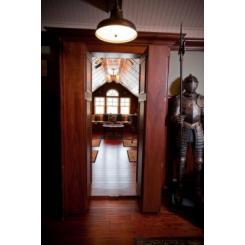Книжный Шкаф как дверь в Тайную Комнату