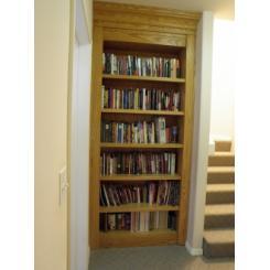 Встроенный однодверный книжный шкаф для потайной комнаты