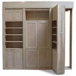 Книжный шкаф в виде двери в секретную комнату