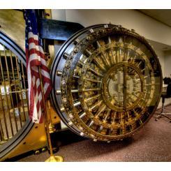 Антикварная Дверь к хранилищу Налоговой Службы (США) Herring-Hall-Marvin Safe Company