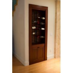 Дверь в секретную комнату в виде встроенного шкафа