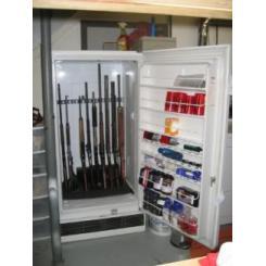 Сейф для оружия внутри холодильника