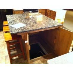 Тайная дверь в кухне для входа секретную комнату