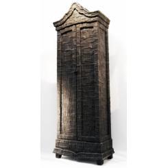 Деревянный шкаф с отделкой рубероидом